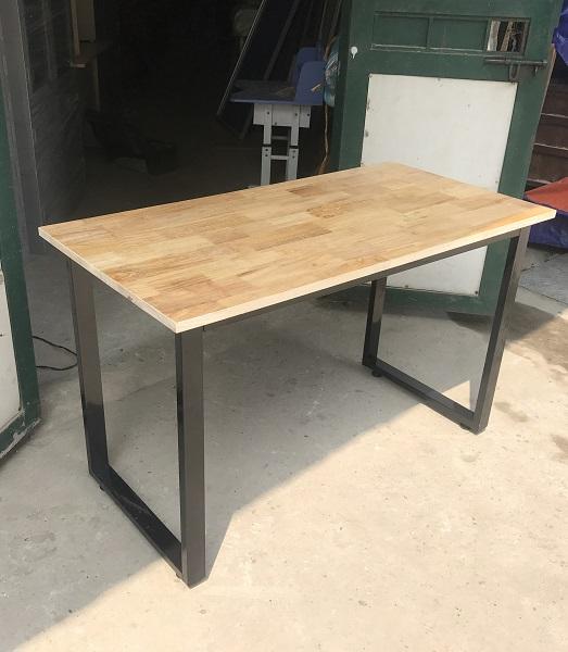 bàn chân sắt sơn tĩnh điện-mặt gỗ cao su 1