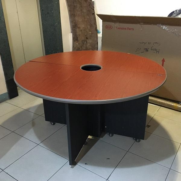 bàn tròn fami thanh lý