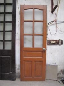 cửa gỗ cũ