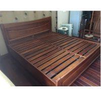 Giường gỗ xoan đào Hoàng Anh Gia Lai kích thước 180x200