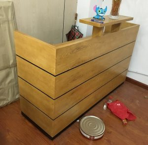 quầy lễ tân gỗ veneer kích thước 180x60x110cm
