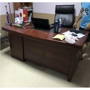 thanh lý bàn giám đốc kích thước 160x80cm