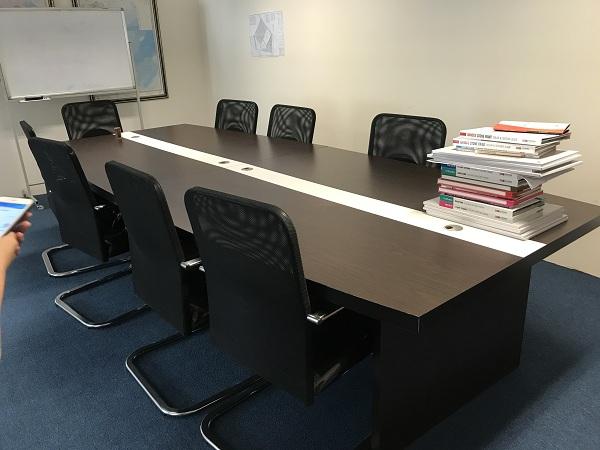 thanh lý bộ bàn họp fami 10 ghế 2