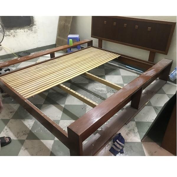 thanh lý giường gỗ xoan đào dùng đệm dày