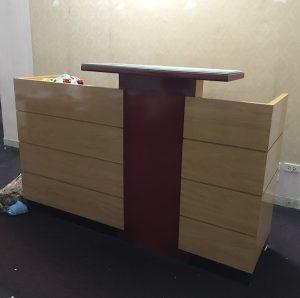 Thanh lý quầy lễ tân gỗ veneer kt 200cm